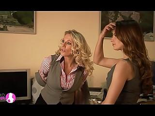 vingerzetting hd kus lesbienne milf celeb